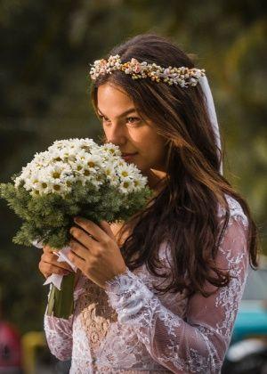 Sandra (Isis Valverde) de vestido de noiva na novela Boogie Oogie