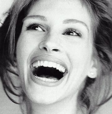 Julia Roberts inspires, inspires, inspires laughter!!!  Probably one of the reasons she is one of my favs for actresses.
