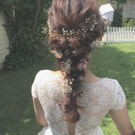 〔ダウン編み込みアレンジ〕の可愛いブライダルヘア・髪型まとめ | marry[マリー]