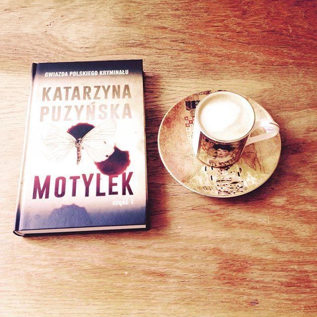 Motyl i krew. #terazczytam #lubięczytać #czytambolubię #czytaniejestsexy #bookstagram #instabook #booklove #bookworm #katarzynapuzyńska #motylek #kawa #czasnakawę