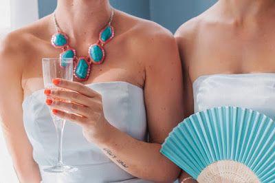 Etkinlik Balonu: Beyaz Gelinlik, Renkli Tırnaklar / Colourful Wedding Nails