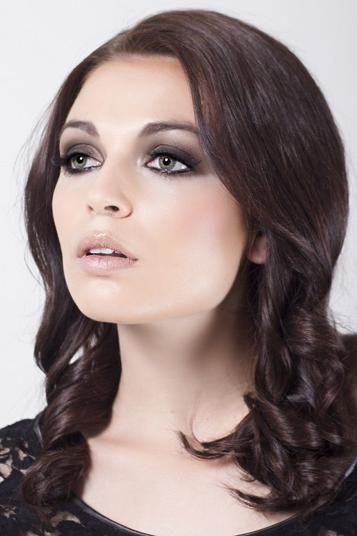 Smokey Eye Make-up Look  Model: Aneen Kuhn