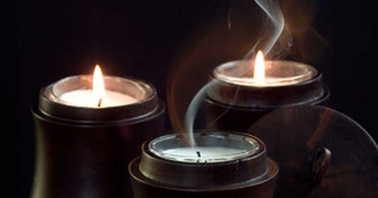 Como fazer pavios de madeira. Velas com pavios de madeira permitem desfrutar o brilho do fogo ao escutar a quebra suave da madeira. Esses pavios proporcionam a impressão de descansar e desfrutar da noite em frente a uma bela lareira. Pavios de madeira são perfeitos para velas dentro de frascos, pois têm uma chama maior do que qualquer pavio. Selecionar a madeira certa para a ...