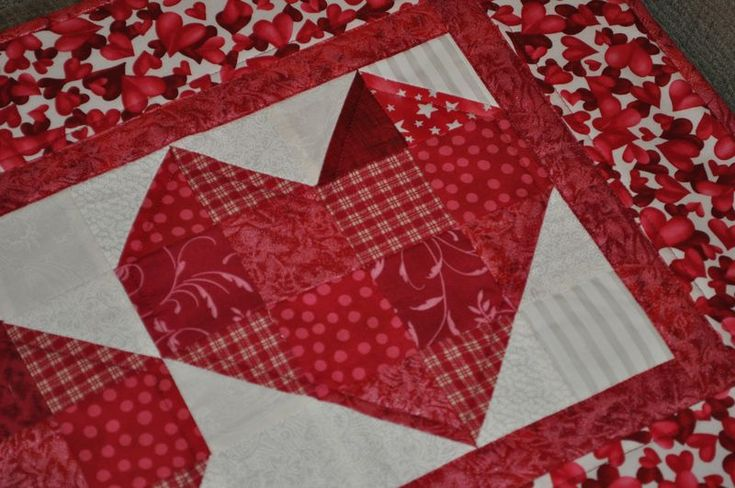 valintine table runner to quilt this little valentine