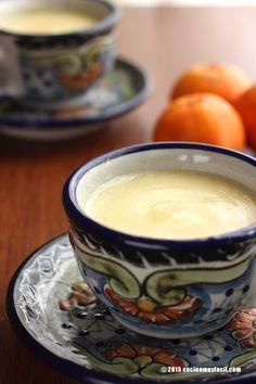 Ahora que la mandarina está de temporada, preparemos este delicioso y calientito atole de mandarina #receta http://cocinamuyfacil.com/atole-de-mandarina-receta/
