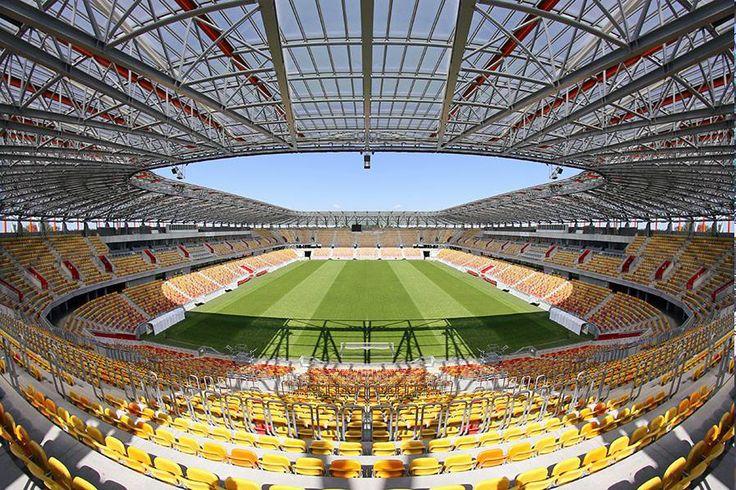 Stadion Miejski w Białystoku, Białystok, Polonia. Capacidad 22.386 espectadores, Equipo local Jagiellonia Białystok.