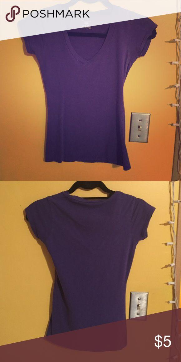 Plain purple v neck t shirt Plain purple v neck t shirt Wet Seal Tops Tees