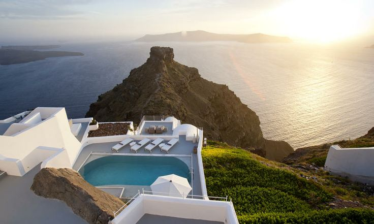 Private pool and terrace at the Grace Santorini hotel. www.secretearth.com/accommodations/36-grace-santorini
