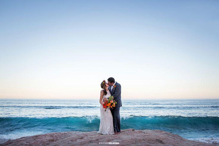Kiss at the Beach #weddingsinloscabos #sanjosedelcabo #couplesession #cabophotographer #josafatdelatoba