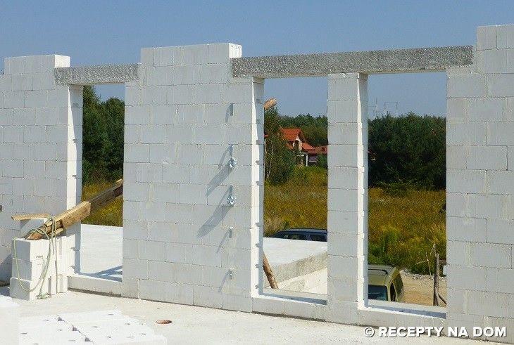 Nadproża, czyli belki w ścianach nad otworami na okna i drzwi można wykonać z różnych materiałów. W domach drewnianych wykonuje się je oczywiście z drewna. Natomiast w budynkach murowanych są one najczęściej żelbetowe – monolityczne, wykonywane na budowie lub prefabrykowane – uniwersalne albo przypisane konkretnej technologii.  Rodzaj zastosowanych belek nadprożowych w ścianach, zwłaszcza zewnętrznych,...  Read more »