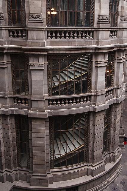 Escalinatas del Museo Nacional de Arte, Ciudad de México
