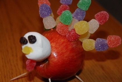 Super cute individual turkeys made from apples and gumdrops