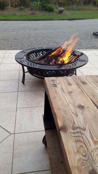 Au coin du feu avec un verre de vin ou autre