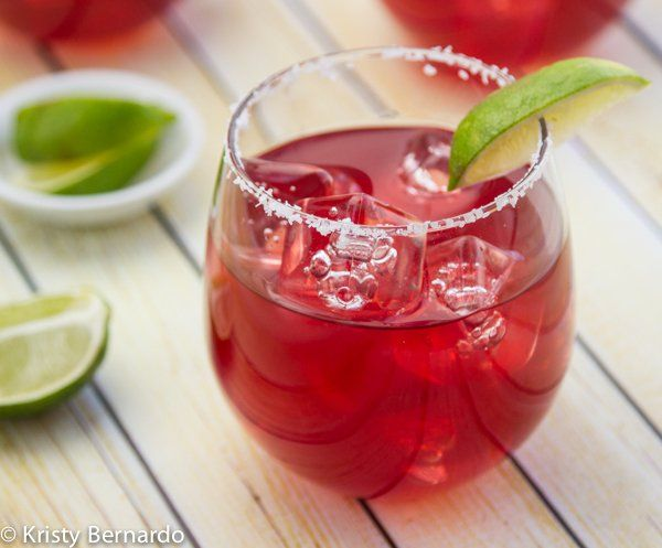 This is the BEST pomegranate margarita recipe!! Double the batch for a crowd - no more making a cocktail every two minutes! | thewickednoodle.com