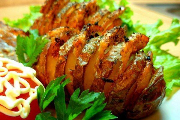 Картошка-гармошка в духовке – рецепты с сыром, беконом, грибами, курицей, колбасой. Обсуждение на LiveInternet - Российский Сервис Онлайн-Дневников