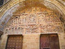 Au portail occidental de l'abbatiale Sainte-Foy, une profonde voussure en plein cintre abrite le tympan du Jugement dernier, l'une des œuvres fondamentales de la sculpture romane par ses qualités artistiques, son originalité et par ses dimensions.  Il représente le Jugement dernier, d'après l'Évangile selon Matthieu. Il comporte 124 personnages, l'ensemble est divisé en trois niveaux. Tout en haut dans les anges on peut voir deux anges sonneurs de cor, au centre trône le Christ en majesté…