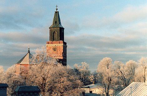 A really nice picture and church. Reminds me of home.  Kaunis kirkko. Tämä kuva muistuttaa minua aina kotikaupungistani