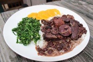 La feijoada è una ricetta tipica del Brasile; il suo nome deriva dal termine portoghese con cui si indica il fagiolo, ingrediente principe di questo ricco piatto.