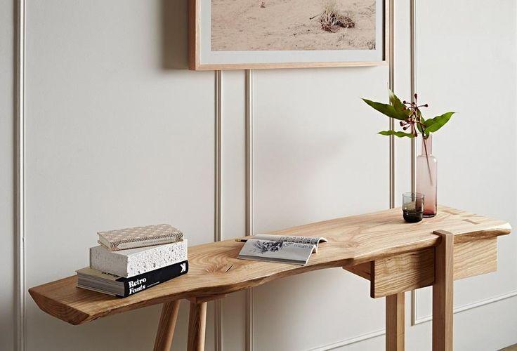 GlobeWest - Mika Desk