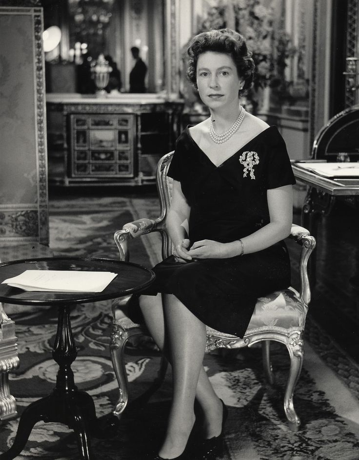 Queen Elizabeth II wearing Queen Mary's  'True Lover's Knot Brooch'  Inherited in 1953, this is the largest bow brooch in her collection.