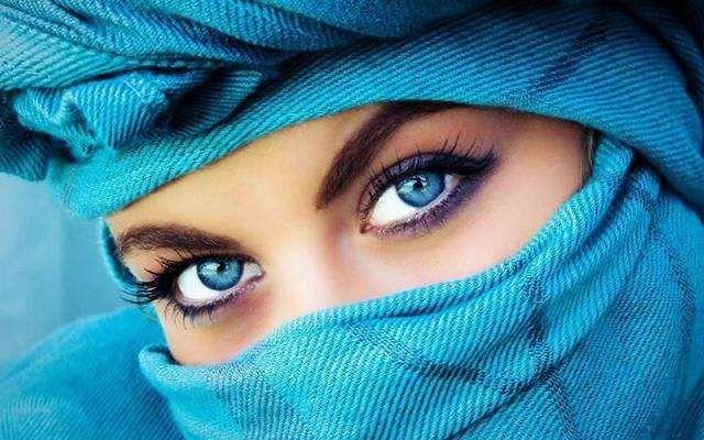 5 УПРАЖНЕНИЙ, КОТОРЫЕ ПОМОГУТ СНЯТЬ ОЧКИ   Зарядку выполняйте ежедневно 1-2 раза в день. Голову держать неподвижно, двигаются только глаза. Каждое упражнение повторять примерно 3-6 раз, после чего смотреть прямо перед собой. 1️⃣ Плавные круговые вращения глазами сначала в одном, а затем в другом направлении. 2️⃣ Поднять глаза вверх, потом перевести взгляд право - вниз - влево. Затем вверх - влево - вниз - вправо, каждый раз фиксируя взгляд на пару секунд. 3️⃣ Смотреть двумя глазами вправо…