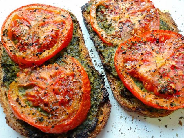 TODAS LAS RECETAS : Tosta de pesto y tomate