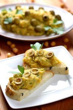 Mindennapi ételeink: Csicseriborsó-olívabogyó-koriander pástétom :)