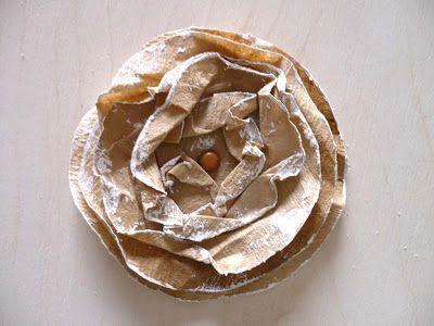 atelier da tininha: Passo a Passo - Flor de filtro de café