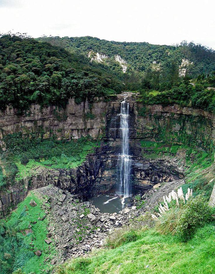 Salto del Tequendama, es una cascada natural en el municipio de Socha, Cundinamarca, #Colombia cae desde una altura sobre el nivel del mar de 2467m y 157m sobre un abismo rocoso