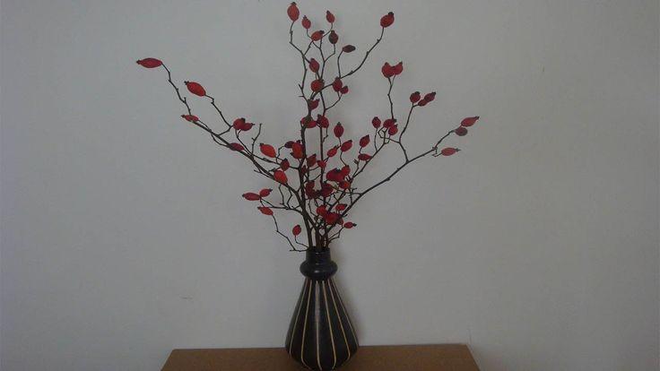 Herbststrau Mit Hagebutten Als Florale Raumdekoration