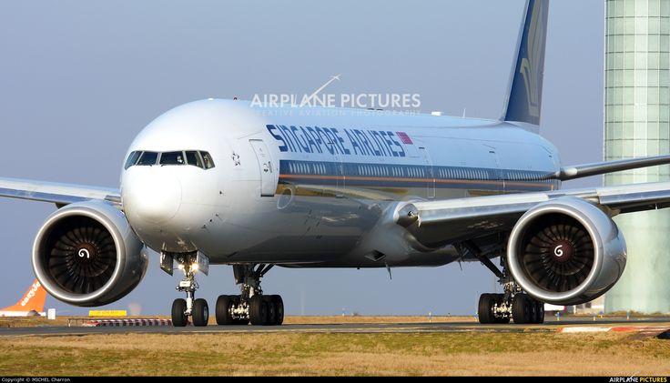 Singapore Airlines 9V-SWF aircraft at Paris - Charles de Gaulle photo