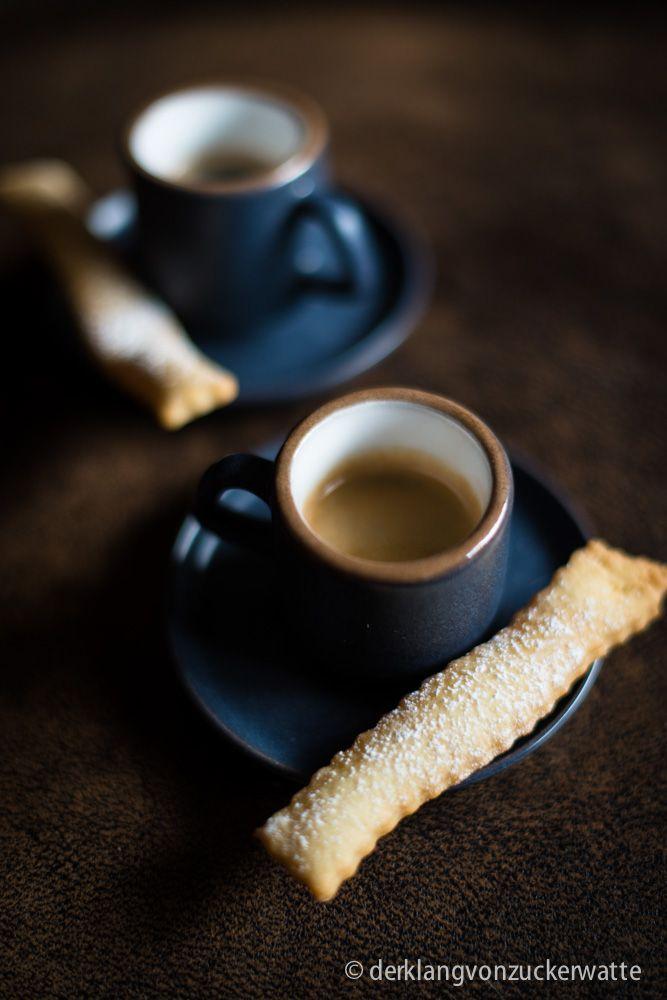 Der sagenhafte Duft von frisch gemahlenen Espressobohnen ist eine Wonne. Ich weiß noch, wie ich als Kind immer ganz begeistert war, wenn sich mein Papa beim wochenendlichen Einkauf im Feinkostladen…