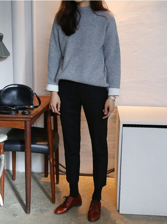 Wide sweater leather shoes