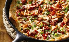 Como hacer pizza en sartén de hierro: http://www.lecuine.com/blog/hacer-pan-pizzas-y-bizcochos-en-sarten-de-hierro-fundido/
