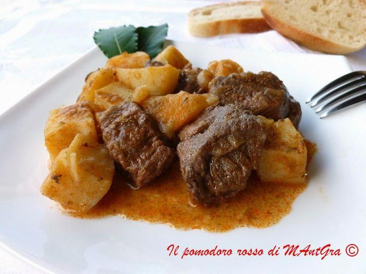 Il Pomodoro Rosso di MAntGra: Spezzatino di manzo con le patate  http://ilpomodororosso.blogspot.it/2015/05/spezzatino-di-manzo-con-le-patate.html