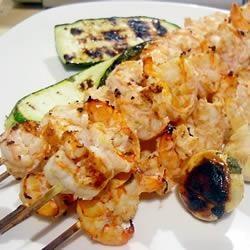 Brochettes de crevettes marinées au jus de lime