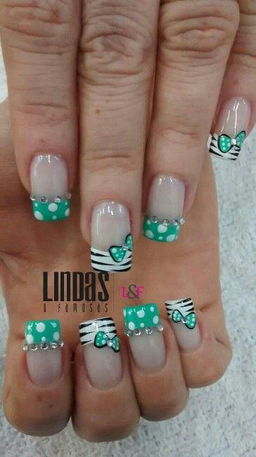 Uñas de frances verde y blanco