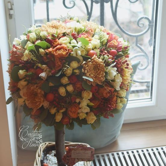 Сегодня в нашей любимой студии йоги @retunskyyogastudio появилось такое чудесное дерево. Дерево, как символ жизни, роста и мудрости, на наш взгляд, отражает то, что дает регулярная практика йоги. Желаем любимой студии процветания, а ее гостям дарим скидку 10% на наши работы! #coutureflowersru #flowers #йога #практика #retunsky #добро #спокойствие #цветы #цветыназаказ #цветымосква #цветысдоставкой #купитьцветы #купитьбукет #настроение #november #flowerstagram #love #moscow #beautiful…