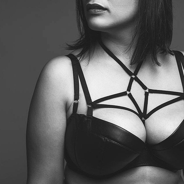 Check out this seriously sexy 50 Shades inspired plus size lingerie label from Germany, Pique Lingerie! This label was made especially for the provocative and sensual plus size women!  You Oughta Know: 50 Shades Inspired Plus Size Full-Bust Lingerie Label Pique Lingerie http://thecurvyfashionista.com/2017/08/plus-size-brand-pique-lingerie/ #PlusSizeLingerie