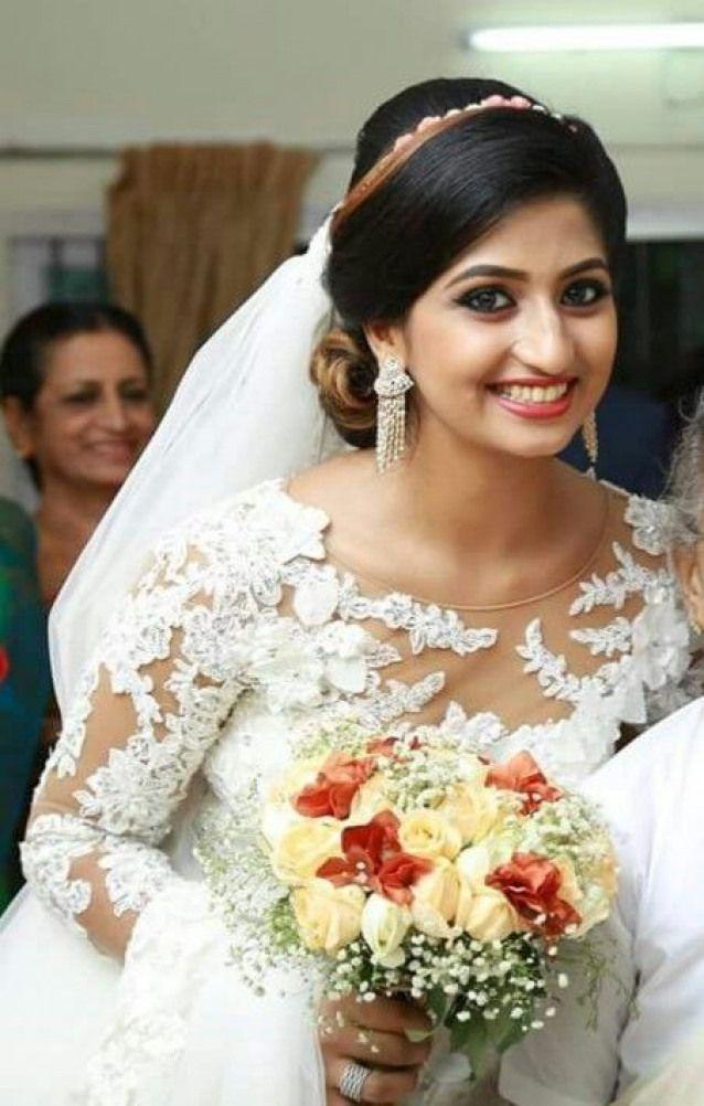Weddingbouquet Wedding Bouquet Kerala In 2020 Christian Wedding Dress Christian Wedding Gowns Christian Bride
