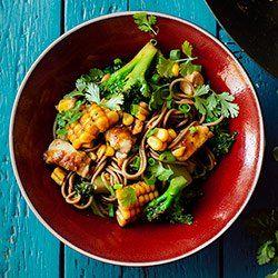 Stir-fry z kurczakiem, brokułami i kukurydzą   Kwestia Smaku