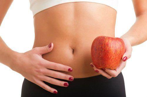 お腹にガスが溜まってしまうことはありますね。特に豆類、キャベツ、ブロッコリーなど食物繊維の多い食品はガスが溜まりやすくする傾向にあります。ガスが溜まりやすく、お腹がぽっこりしやすい方におすすめのりんご酢を使ったスムージーを紹介します。#レシピ#料理#健康#オーガニック#ビーガン