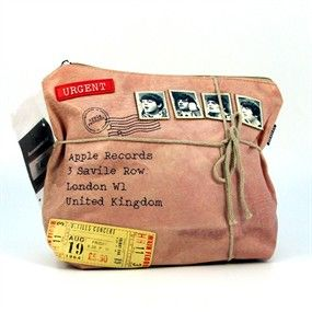 Una nostálgica bolsa de aseo de los Beatles para que guardes tus cosas  con el encanto de Jhon, Paul, Georgr y Ringo. 29,90 €uros.