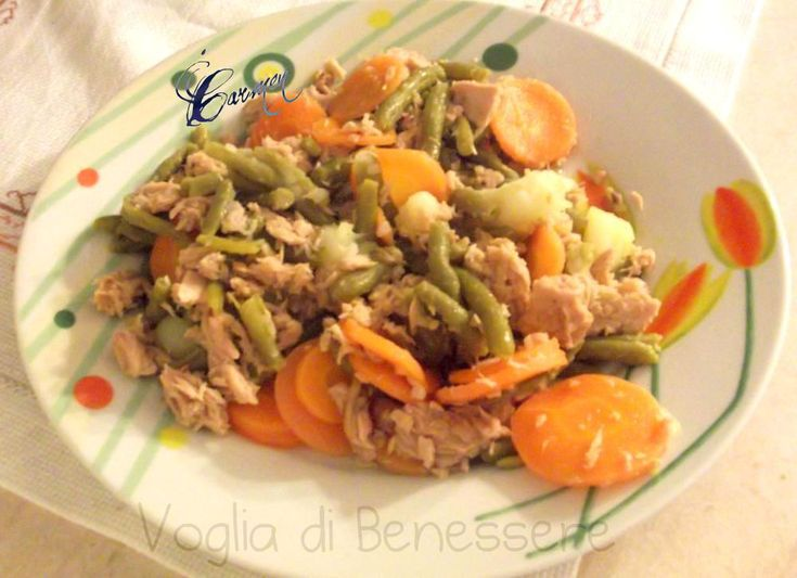 Insalata di patate fagiolini e carote con tonno