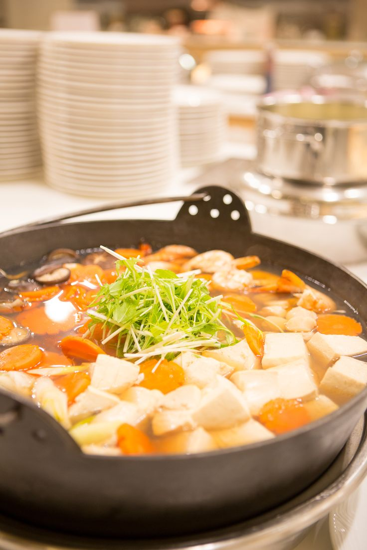 After a day on the slopes there is nothing better than a hot, delicious bowl of soup. The international buffet has an abundance of warming meals to delight all guests.