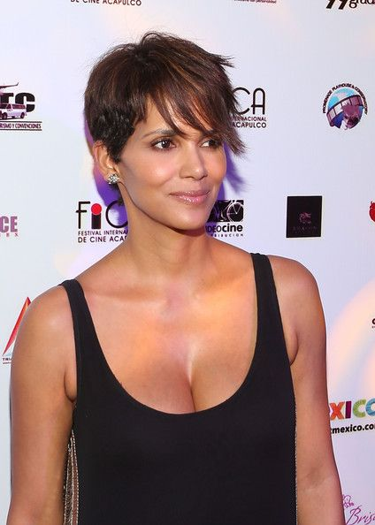 Halle Berry Photos Photos - Halle Berry Closes the Acapulco Film Festival - Zimbio