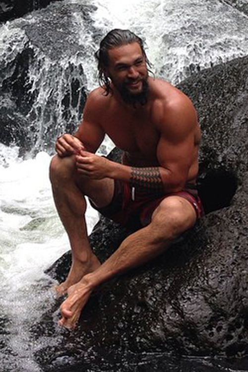 thirat-atthiraride:  Jason Momoa: Hawaii 2014 - OMG! Wish he character was still alive on Game of Thrones!