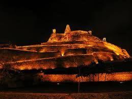 Vista nocturna del castillo de San Felipe