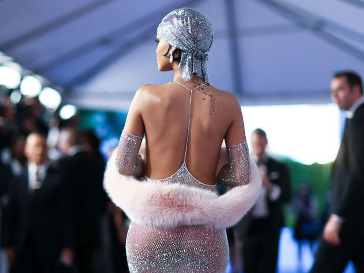 Les secrets de confection de la robe transparente de Rihanna