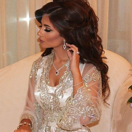Dubai Fashionista (I want to hang out with this woman and learn how to hair and fashion)